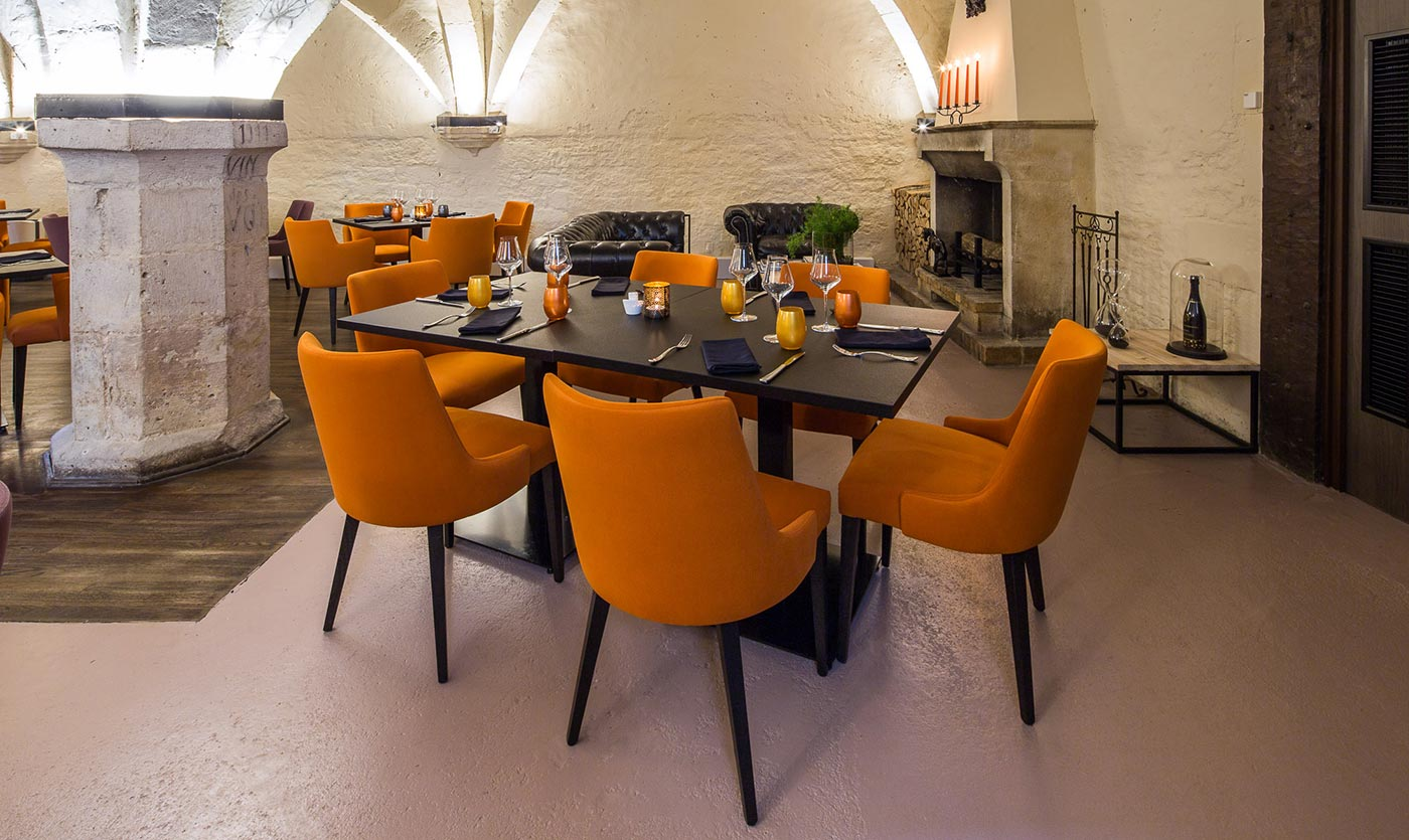 Restaurant furniture for le cellier france collinet for Restaurant bar sur aube