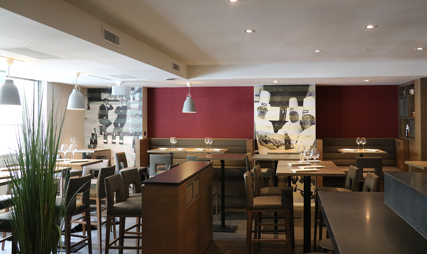 Restaurant furniture for le comptoir de l est in lyon collinet - Le comptoir des artistes lyon ...