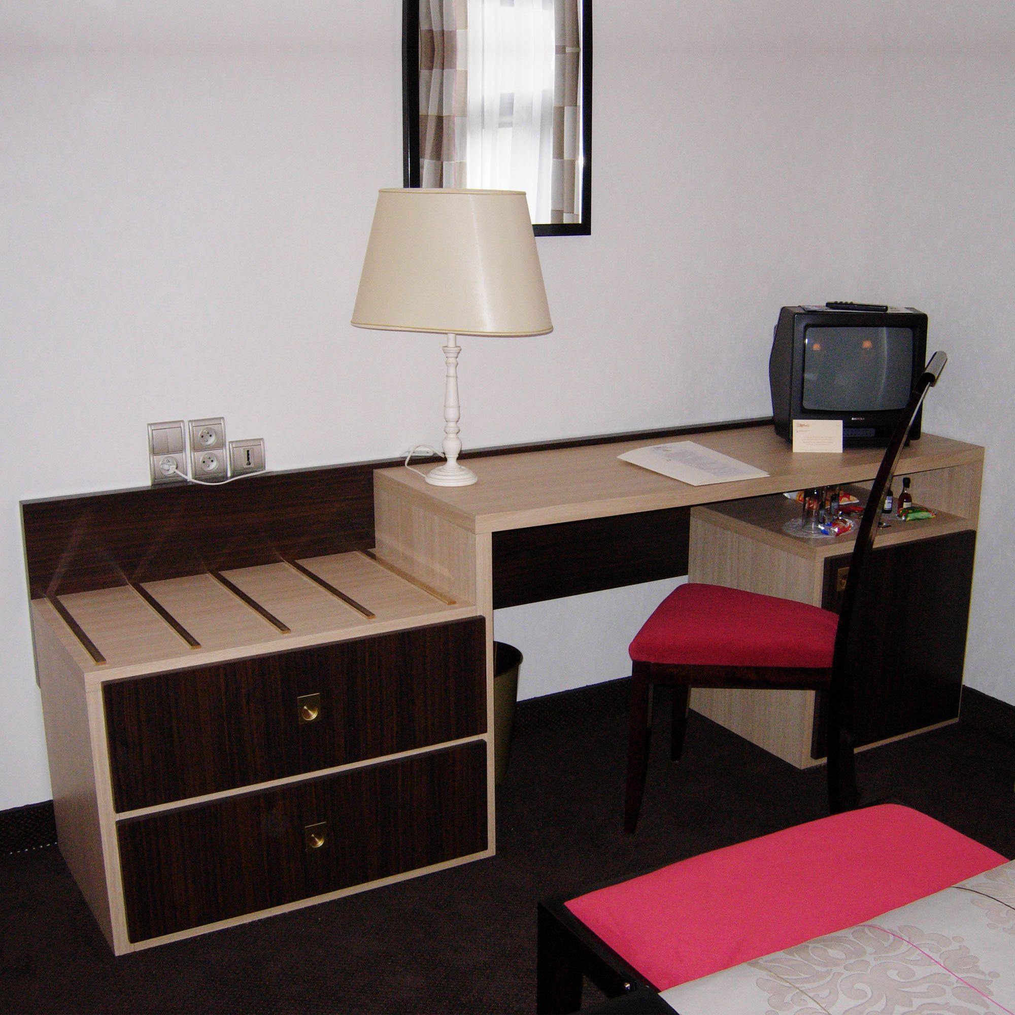 Chambre Et Service: Desk & Luggage Rack For Hotel, Restaurant, Bar: Russy
