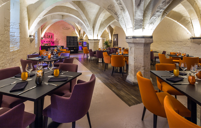 Restaurant furniture for Le Cellier in Bar-sur-Aube 1