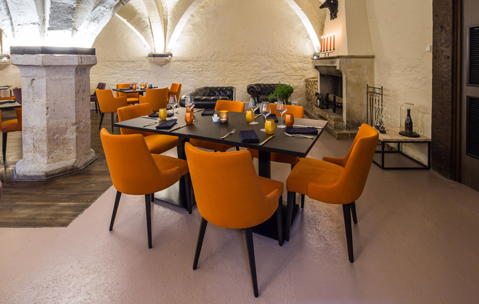 Restaurant furniture for Le Cellier in Bar-sur-Aube 2
