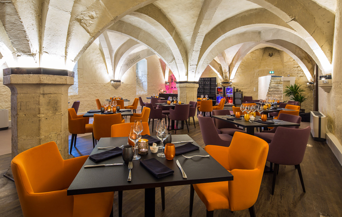 Restaurant furniture for Le Cellier in Bar-sur-Aube 3