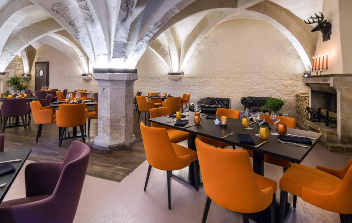 Restaurant furniture for Le Cellier in Bar-sur-Aube 4