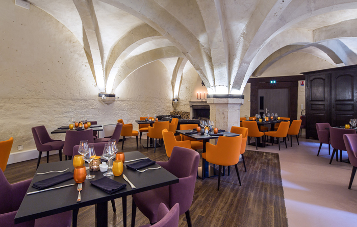Restaurant furniture for Le Cellier in Bar-sur-Aube 5