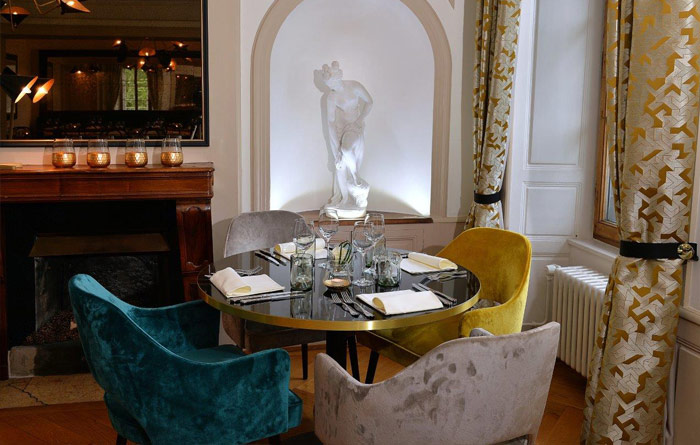 Scala armchairs and Tonda tables in Brasserie Petit Manoir